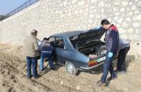 KARAALI - Çalıntı Otomobil Terk Edilmiş Vaziyette Bulundu