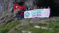 Gençlik Meclisi'nden Ferzene Mağazasına Doğa Yürüyüşü Etkinliği