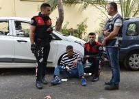 YUNUS TİMLERİ - Antalya'da Parkta Bıçaklı Kavga Açıklaması 1 Yaralı