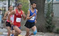 CUMHURİYET KOŞUSU - Manisalı Maratoncu Cumhuriyet Koşusu'ndan Boş Dönmedi