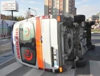 MALKOÇOĞLU - Minibüs Ambulansa Çarptı Açıklaması 3'Ü Sağlık Personeli 6 Yaralı