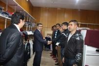 MEHMET NURİ ÇETİN - Varto'da 30 Teskereci Askere Giyim Desteği
