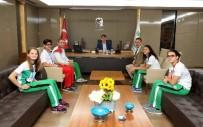 DÜNYA REKORU - Şampiyon Kulaçlar Fadıloğlu'nu Ziyaret Etti