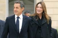 NİCOLAS SARKOZY - Sarkozy eşinin memelerini bakanlara sormuş!