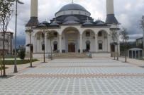 Uygulama Camii'nin Çevresi Temizlendi