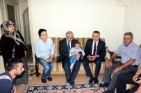 OSMAN BILGIN - Vali Güvençer, Salihli'de Şehit Ailesini Ziyaret Etti