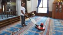 Burhaniye'de Camilere Belediye Temizliği
