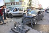 KAPAKLı - Kapaklı'da İki Otomobil Çarpıştı Açıklaması 3 Yaralı