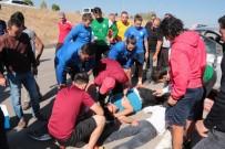 MUHSİN YAZICIOĞLU - Antrenmanı Bırakıp, Kaza Yapan Otomobildeki Yaralılara Koştular