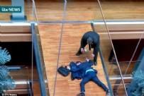 AVRUPA PARLAMENTOSU - İngiltere'de milletvekiline yumruklu saldırı! Beyin kanaması geçirdi