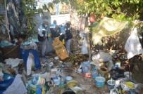 ZABITA MÜDÜRÜ - Kötü Koku Gelen Evden 10 Kamyon Çöp Çıktı