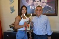 KAYALı - Kuşadalı Türkiye Şampiyonundan Başkan Kayalı'ya Ziyaret