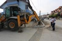 BİSİKLET YOLU - Serdivan'da Kaldırım Yenileme Çalışmaları Devam Ediyor