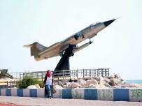 KIBRIS BARIŞ HAREKATI - 'Uçan Tabut' Mersin Sahilinde Sergileniyor