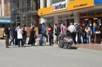BANKAMATIK - Bankamatik Önünde Son Gün Kuyruğu