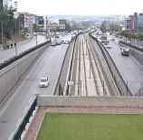 MOBESE - Bursa'da 9 Aracın Birbirine Girdiği Kaza Kameraya Böyle Yansıdı