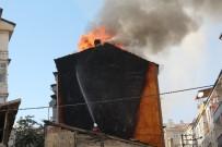 İTFAİYE MÜDÜRÜ - Koltukta Başlayan Yangın Tüm Binayı Sardı