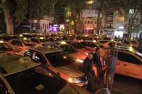 TAKSİ ŞOFÖRLERİ - Taksiciler Öldürülen Arkadaşlarını Sessiz Protesto İle Andı