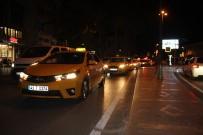TAKSİ ŞOFÖRLERİ - Taksicilerden Sessiz Protesto