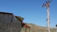 YÜKSEK GERİLİM - Çatı Tamiri Yapan Kişi Elektrik Akımına Kapıldı