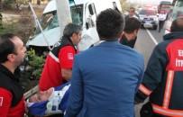 MİNİBÜS ŞOFÖRÜ - Düğüne Giden Minibüse Otomobil Çarptı Açıklaması 15 Yaralı