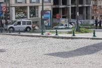 BOMBA İMHA UZMANI - İstanbul'da şüpheli paket polisi alarma geçirdi
