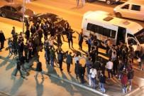 TRAFİK POLİSİ - Kaldırımda Horon Halkası Oluşturan Gençlerin Hızını Trafikçi Kesti