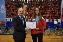 AKDENİZ OYUNLARI - Başarılı Sporcular Ödüllerini Vali Çakacak'ın Elinden Aldı