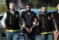 FİRARİ HÜKÜMLÜ - Cezaevi Firarisi Polis Aracına Çarpınca Yakalandı