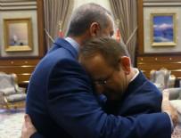 AHMET ÜNAL - Erdoğan'ın 15 Temmuz gazisiyle kucaklaştığı an