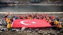 GÖLLER - Cumhuriyet İçin 2 Bin 415 Rakımlı Bölgede Türk Bayrağı Açtılar