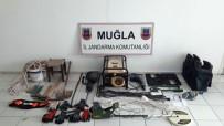 Milas'ta Kaçak Kazıya Jandarma Baskını