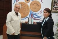 KAZıM KURT - Odunpazarı Belediyesi Kütüphanelerine ABD'den Bağış