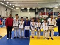 BURAK YILDIRIM - Salihlili Judocular Makedonya'da Zaferle Döndü