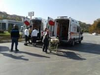 YÜKSEK ATEŞ - Bebeği Ambulans Uçağa Götüren 112 Ekibi Kaza Yaptı Açıklaması 6 Yaralı