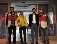 KAR MASKESİ - Kar Maskesi Ve Silahlarla Yakalanan 2 Kişi Tutuklandı