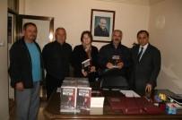 İŞ BANKASı - Kulu'da, Yardımlaşma Derneği 'Nutuk' Kitabı Dağıttı