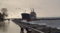 KURU YÜK GEMİSİ - Maltepe'de Gemi Karaya Oturdu