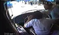 DAYAK - Otobüs şoförüne 'akbil' dayağı kamerada