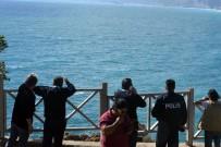 DENİZ POLİSİ - Rüzgarlı Havada Denize Giren Adam Polisi Alarma Geçirdi