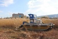 BEYŞEHIR GÖLÜ - Beyşehir Gölü Kıyılarında Sucul Bitkilerinin Kesimi Yeniden Başladı