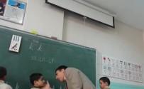 DAYAK - Öğretmenden öğrenciye dayak kamerada