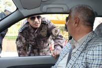 EMNIYET KEMERI - Uygulamaya Katılan Emniyet Müdürü Metin Alper, Emniyet Kemeri Kullanan Sürücülere Teşekkür Etti