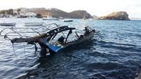 YILDIRIM DÜŞMESİ - Yıldırım Düşen Tekne Alev Alev Yandı