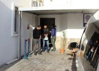 GÜMBET - Kuzenini Sokak Ortasında Bıçaklayan Şahıs Tutuklandı