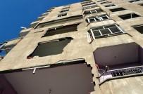 ÇÖKME TEHLİKESİ - Patlamada Hasar Gören Evlerinin Yıkılmasını İstiyorlar