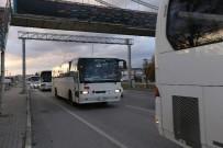 SERVİS OTOBÜSÜ - Bursa'da Servisler Trafiği Kilitliyor