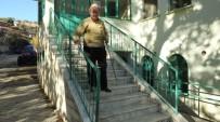 Burhaniye'de Görme Engelli Şevki Dede Her İşini Kendi Yapıyor