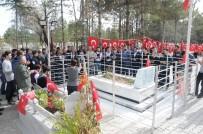 GENÇLİK MECLİSİ - Çorumlu Gençler Ömer Halisdemir'in Kabrini Ziyaret Etti