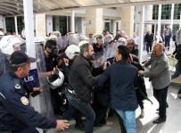 DENIZ YıLDıRıM - Kapatılan Çağdaş Hukukçular Derneği Üyelerinin İzinsiz Eylemine Polis Müdahalesi